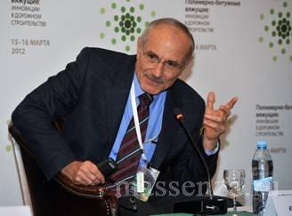 Профессор Карло Джаварини